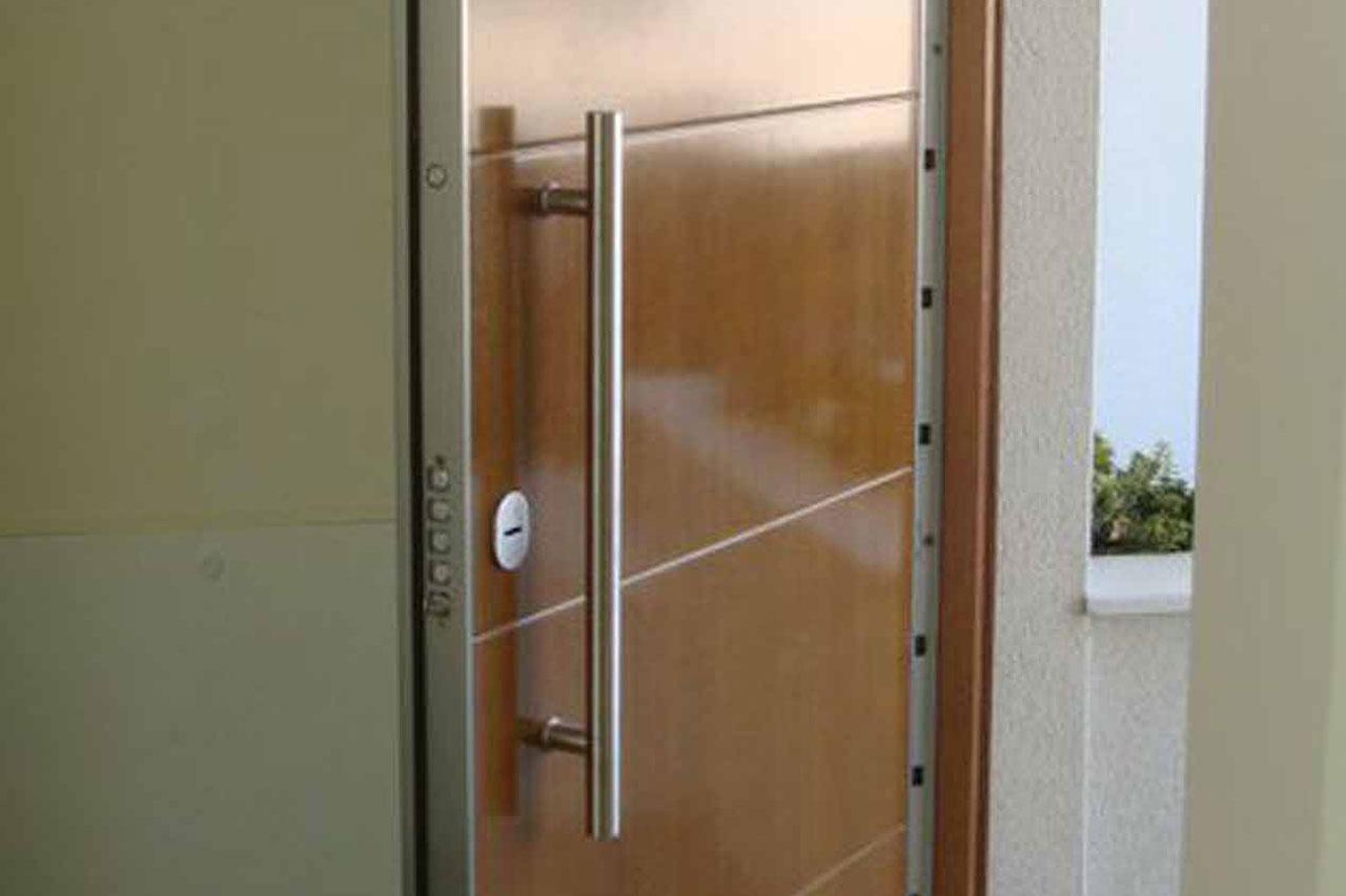 Cerrajeros madrid servicios for Puertas blindadas madrid